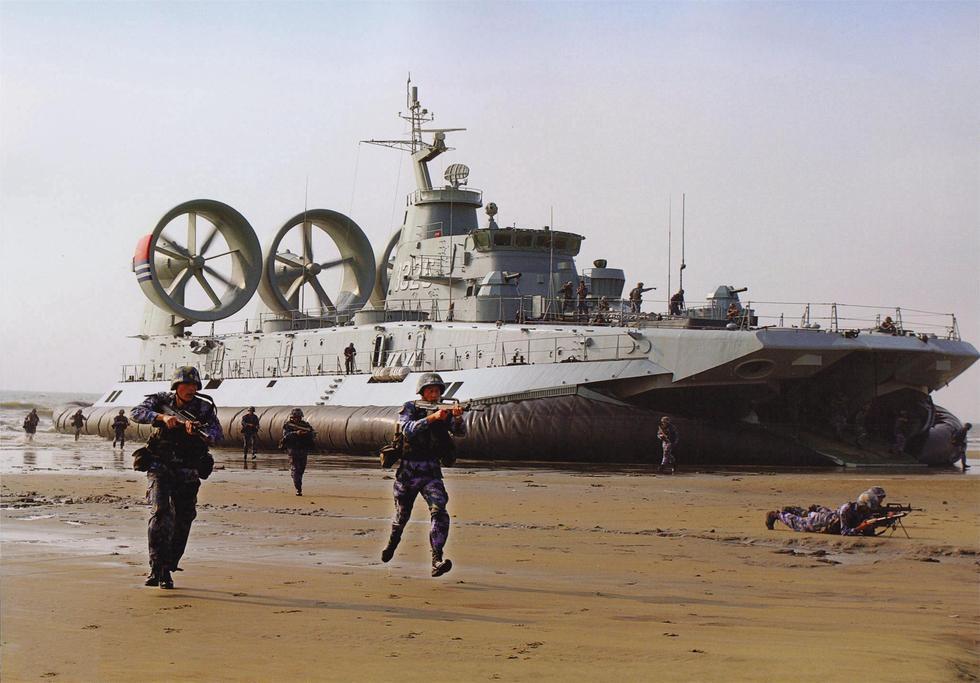 中国野牛级气垫船抢滩登陆 对比可见体积之大2017.2.17 - fpdlgswmx - fpdlgswmx的博客