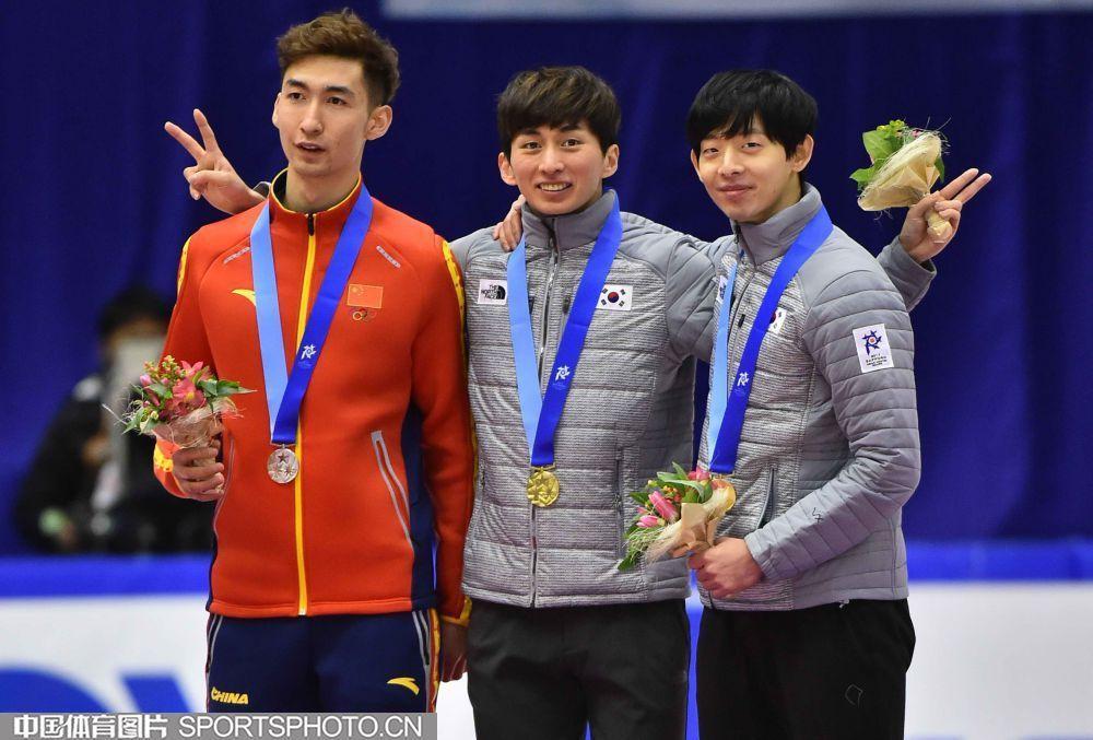 高清:亚冬会短道男子1500米决赛 武大靖摘银