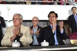 里皮观战恒大拥抱许家印 双双为队员表现鼓掌