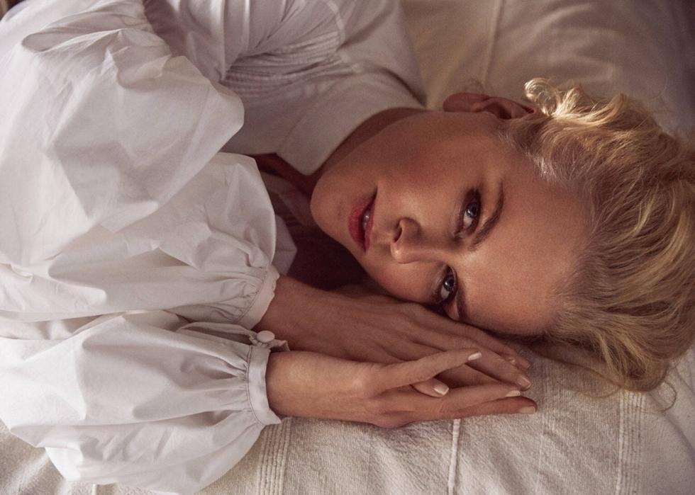 妮可·基德曼高清写真秀美胸 50岁风韵不减尽展成熟韵味