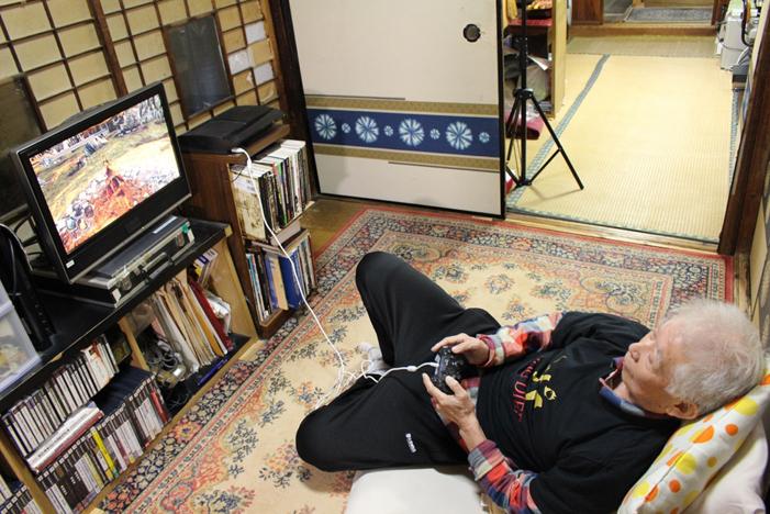 真大神!68岁老人每天都玩《梦想世界》