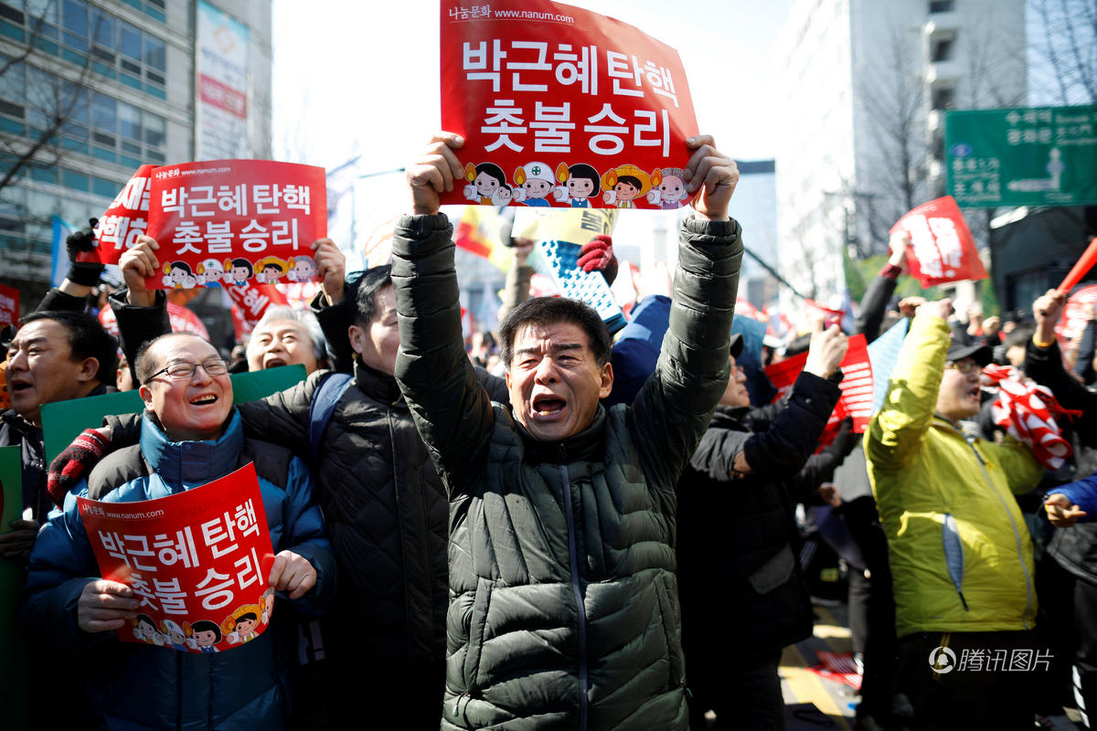 韩国人真幸福,可以把总统赶下去