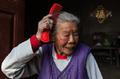 看天下:95岁独居老太最爱美 养生之道不吃油