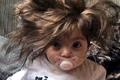 看天下:8月大婴儿浓密长发及肩 像戴了假发套