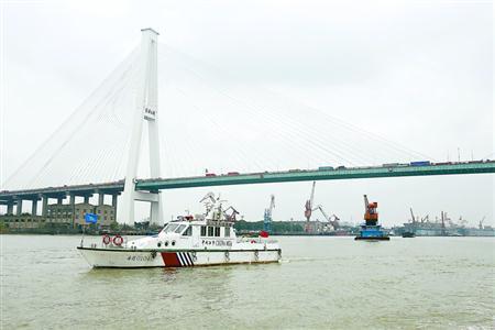 黄浦江浮吊有序撤离 196艘浮吊船在3月20日前退出图片