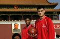 中国赛经典画面:姚麦首度合体 乔丹抢尽风头