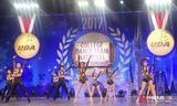 中国人的一天:女硕士带队跳啦啦操  跳出世界银奖