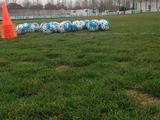 高清:国足德黑兰训练场糟糕 满是坑影响训练