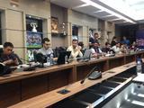 高清:里皮未现身赛前发布会 伊朗众记者等待