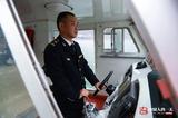 中国人的一天:海事监督员连续14年为三峡学生护航