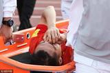 高清:吴曦防守鼻子被撞伤 痛苦掩面被抬下场