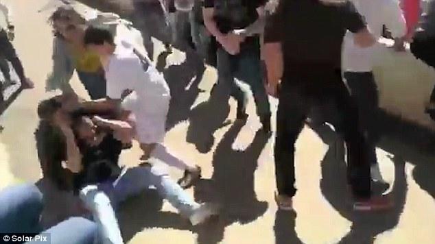 儿童足球赛变暴力现场 众家长入场互殴