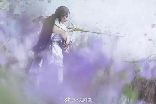 王者荣耀露娜绝美cos,紫霞仙子气质出尘脱俗