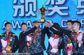 高清:亚锦赛颁奖仪式 众将高举奖杯喜笑颜开