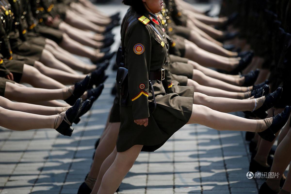朝鲜阅兵弹簧步 女兵不会踢飞鞋有妙招2017.4.18 - fpdlgswmx - fpdlgswmx的博客
