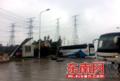 福清三山前薛村附近一罐车撞上两大巴 22人受伤