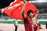高清:上港众将赛后谢场 王燊超高举五星红旗