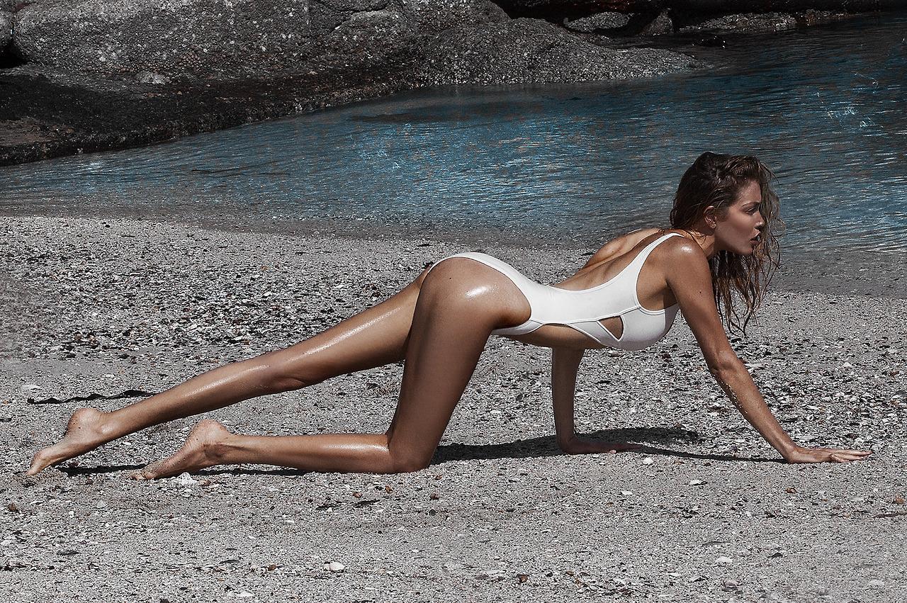 【泳装女神】这才是超模标配 宽肩细腰大长腿