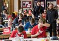德国奥数竞赛:学生紧张老师偷乐