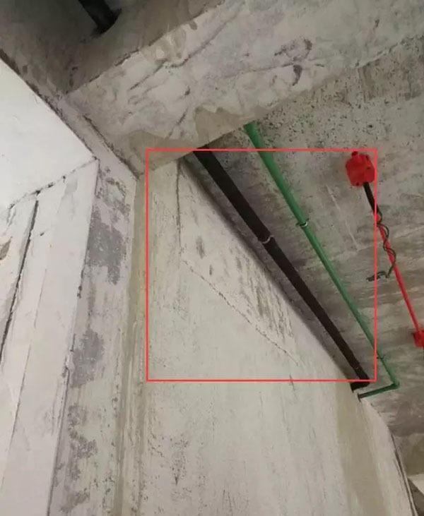 苏州一小区新房墙面裂缝门窗变形 业主投诉未果
