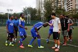 【鹅眼】非洲难民香港踢球抱得美人归
