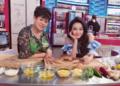 组图:冉莹颖携母录制节目 亲自下厨烹饪螃蟹