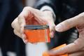 深圳男子开网店卖假手机配件 一块电池赚40元
