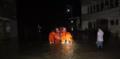 丽水江水暴涨致5人被困 消防联合村民冒雨营救