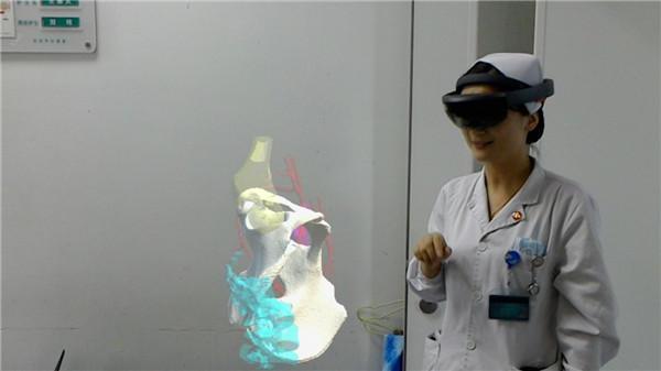武汉协和医院完成混合现实技术下髋部骨折手术