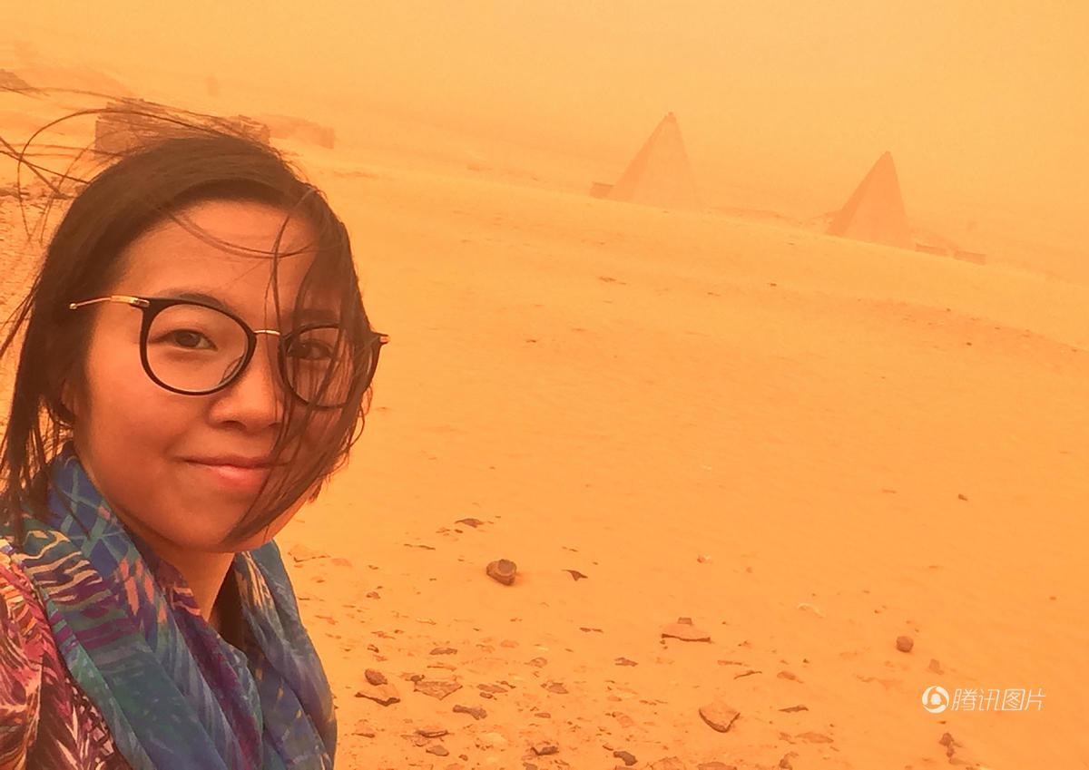 中国女孩独游金字塔遇沙尘暴 被吹成火星人(组图)