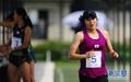 韩国女选手爬过终点