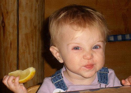 宝宝:柠檬可爱的小女孩表情包叫什么名字吃表情时的搞笑组图图片