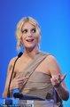 高清:戛纳闭幕式 女星梅拉尼·罗兰上台发言