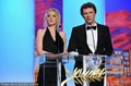 高清:露德温·塞尼耶与米歇尔·冈瑞同台颁奖