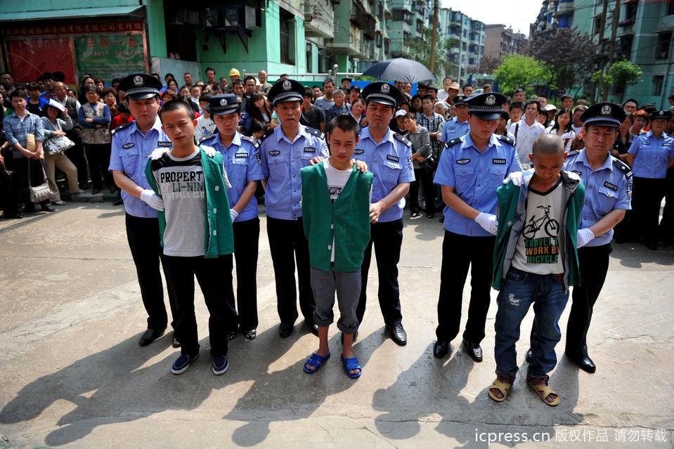 社区组织 公判大会 公审3名90后少年图片