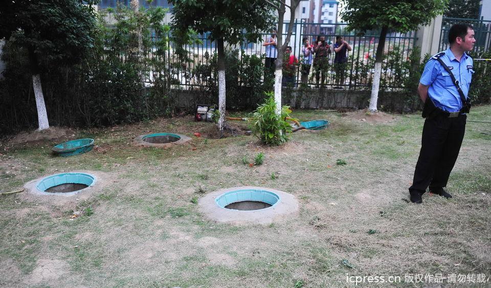 7岁男童坠入窨井身亡 井盖一掰就断 - 都市乡里人 - 都市乡里人