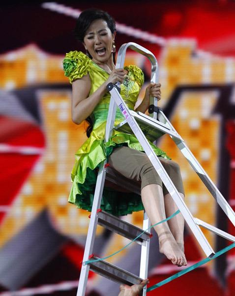 北京女主持录制登高节目被吓哭