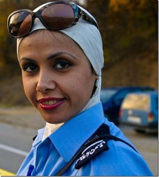 全球美女警花制服英姿比拼