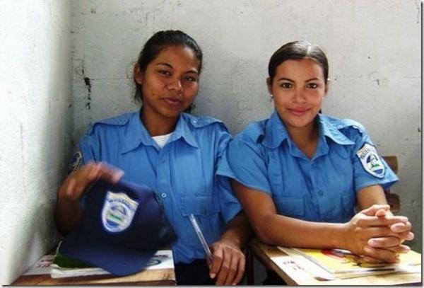美国警花-全球美女警花制服英姿比拼