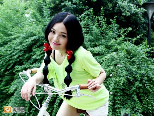 西安快女十强拍写真 灵魂歌手黄博酷似机器猫