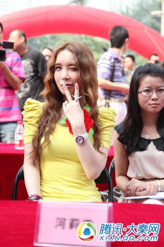 河莉秀西安搔首弄姿 出场费超中国变性人40倍