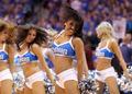 组图:NBA总决赛第4战 达拉斯啦啦队性感狂放