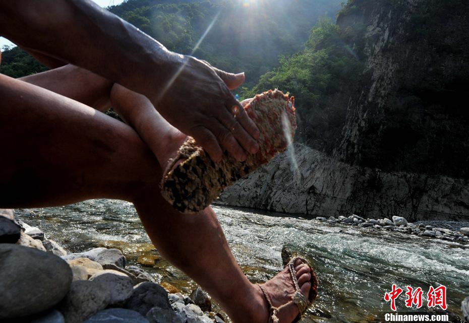 高清组图:湖北神农溪裸体纤夫_ - 武世前 - 送君一束玫瑰花