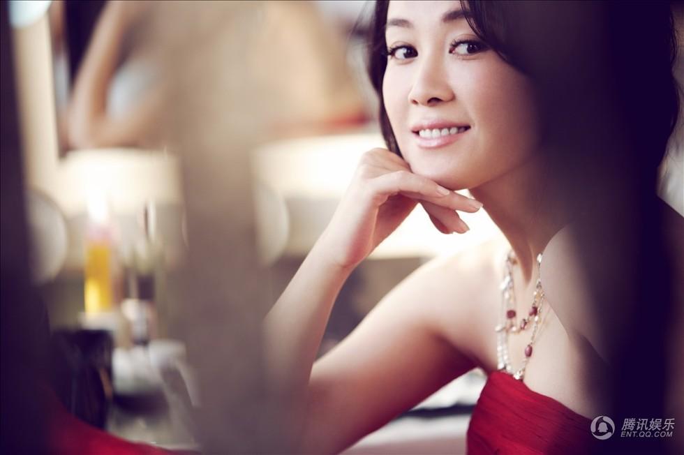 高清:傅艺伟诠释唯美女人 甜美微笑尽显幸福