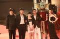 高清:《玩命时光》剧组亮相 徐娇短裙显成熟