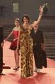高清:意大利著名女演员古欣娜塔着金色长裙
