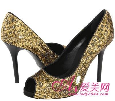 细跟鞋一定要有高度从高跟鞋的效果来看,细跟高跟鞋要想穿得好看,
