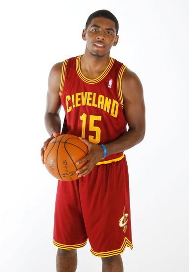 凯里欧文篮球鞋图片