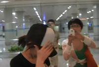 高清:网友机场围堵郭美美 围观行动引争议