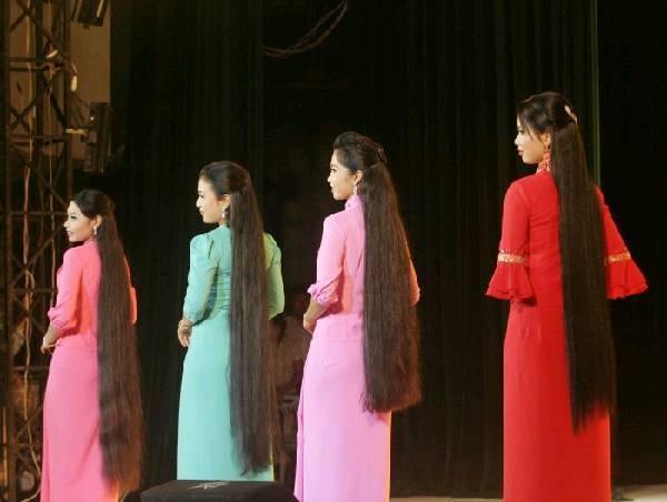缅甸男人上街不穿欧美裤子时装秀别有风情女优美女卡特图片